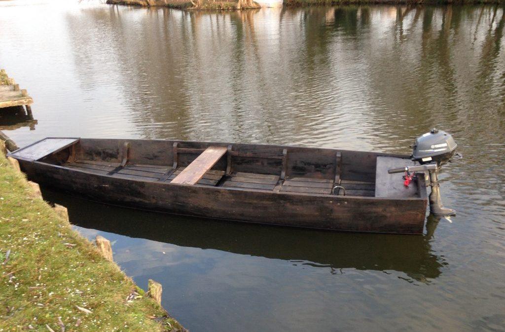 barque plate de l'Avre, hortillonages d'Amiens. 4.5m en grisard et chêne.